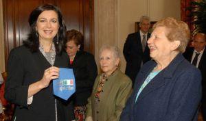 La Presidente della Camera dei deputati, Laura Boldrini, con la Vice Presidente della Associazione Nazionale Partigiani Cristiani (ANPC), Carla Roncati