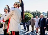 il-presidente-mattarella-rende-omaggio-al-memoriale-delle-mura-aureliane