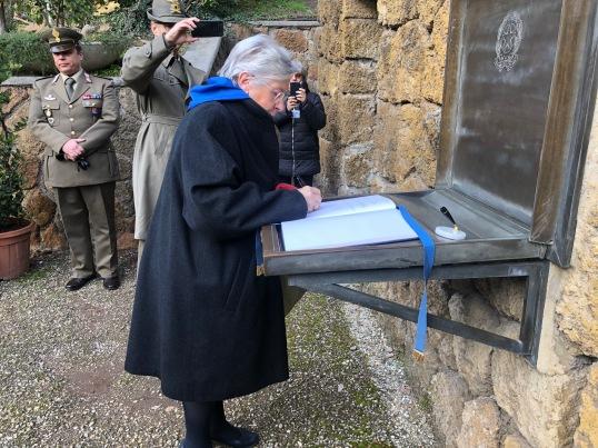 La Presidente Mariapia Garavaglia alle Fosse Ardeatine